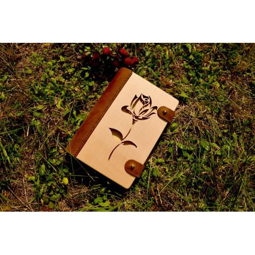 """Блокнот з натурального дерева в поєднанні зі шкірою """"Троянда"""""""