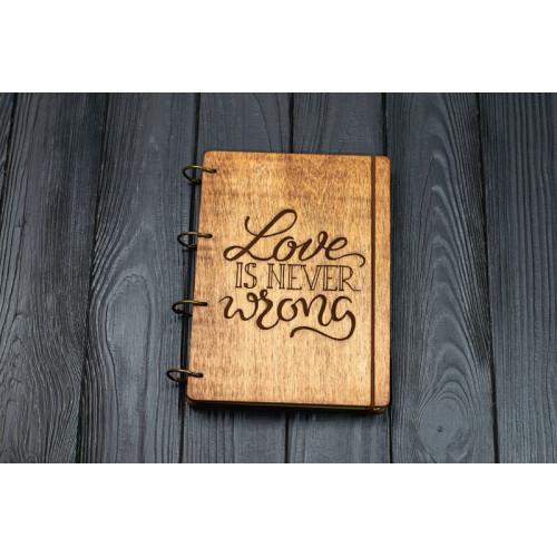 """Блокнот А5 """"Love is never wrong"""" з фанери на кільцях. Записна книжка. Альбом для малювання. Щоденник."""